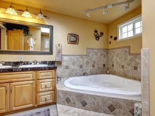 Собирать пазл Corner bath онлайн