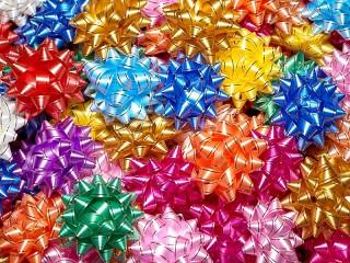 Собирать пазл Decoration on a gift онлайн