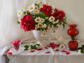 Собирать пазл In red and white tones онлайн