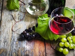 Собирать пазл Wine and grapes онлайн