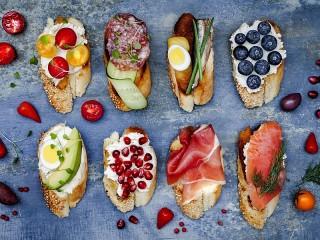 Собирать пазл Eight sandwiches онлайн