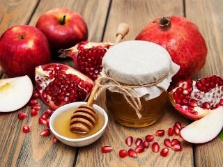 Собирать пазл Apples and pomegranates онлайн