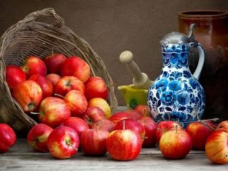 Собирать пазл Apples and pitcher онлайн