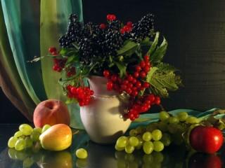 Собирать пазл Berries in a bowl онлайн