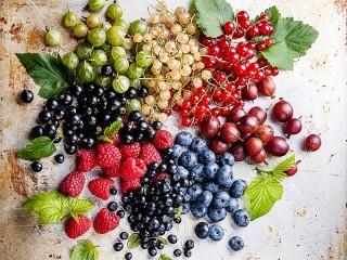 Собирать пазл Berry platter онлайн