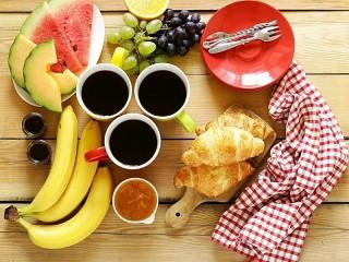 Собирать пазл Breakfast for three онлайн
