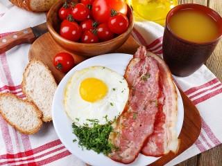 Собирать пазл Breakfast with bacon онлайн